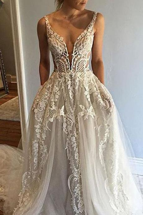 Honorable Deep V-Neck Sleeveless Court Train Appliques Wedding Dress with Lace